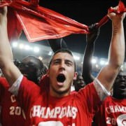 Eden celebrating the 2011 French title with his teammates from Lille