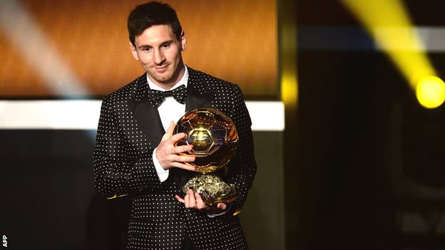 Messi_receives_ballon_dor