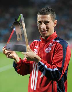 Eden Hazard receiving his Best Player of the Year award